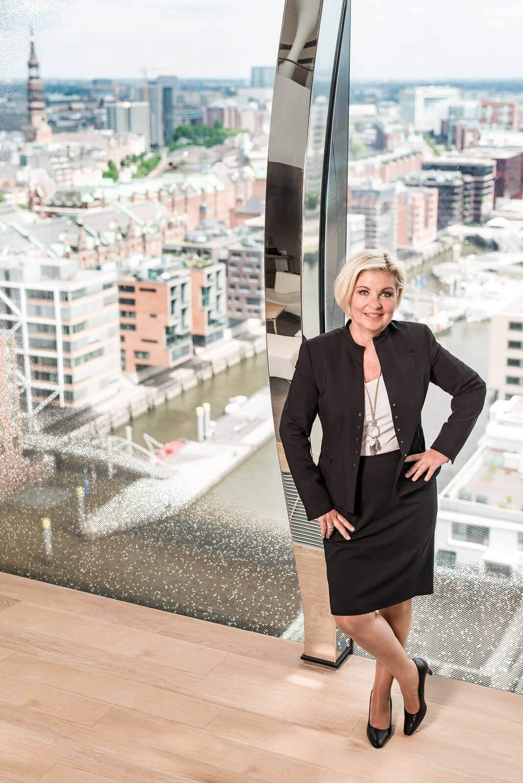 hotel pr fotografie elbphilharmonie zechmann hoteldirektorinfotograf businessportraits hamburg